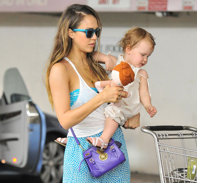Jessica Alba carries the Ralph Lauren Ricky Mini Crossbody Bag in LA. (5)