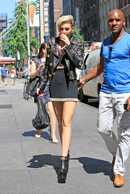 Miley Cyrus carries a black Chanel backpack in NYC (3)