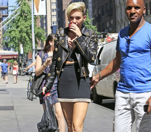 Miley Cyrus carries a black Chanel backpack in NYC (5)