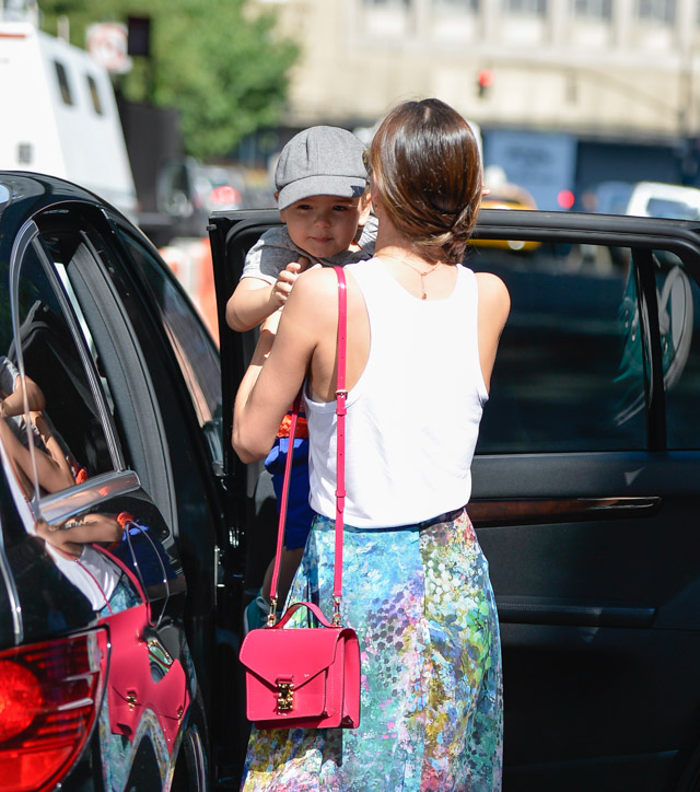 Miranda Kerr carries a pink patent Louis Vuitton Monceau BB Bag (1)