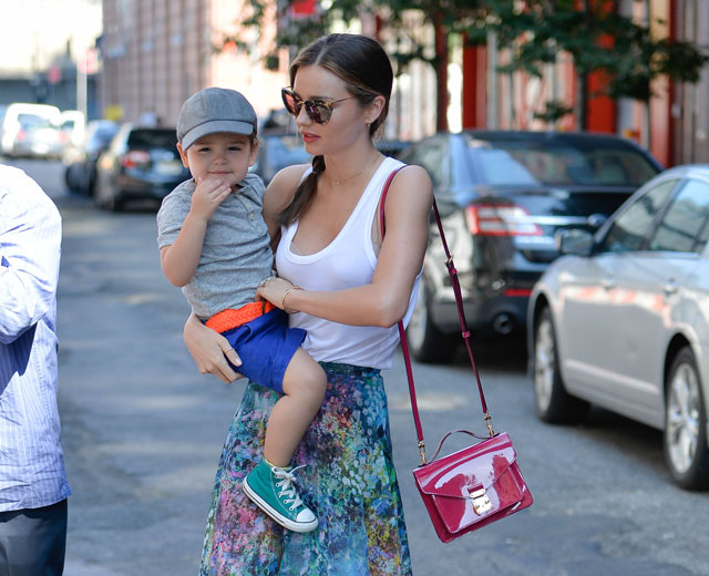 Miranda Kerr carries a pink patent Louis Vuitton Monceau BB Bag (5)