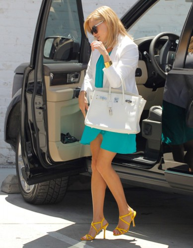 Reese Witherspoon carries a white Hermes Birkin bag in Los Angeles (1)