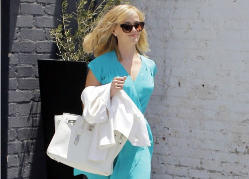 Reese Witherspoon carries a white Hermes Birkin bag in Los Angeles (5)