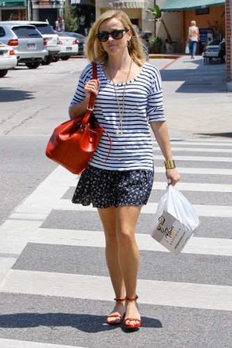 Reese Witherspoon carries a red Louis Vuitton Noe BB Bag in Los Angeles (2)