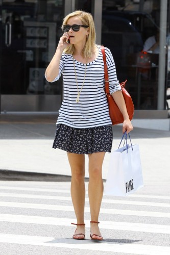 Reese Witherspoon carries a red Louis Vuitton Noe BB Bag in Los Angeles (4)