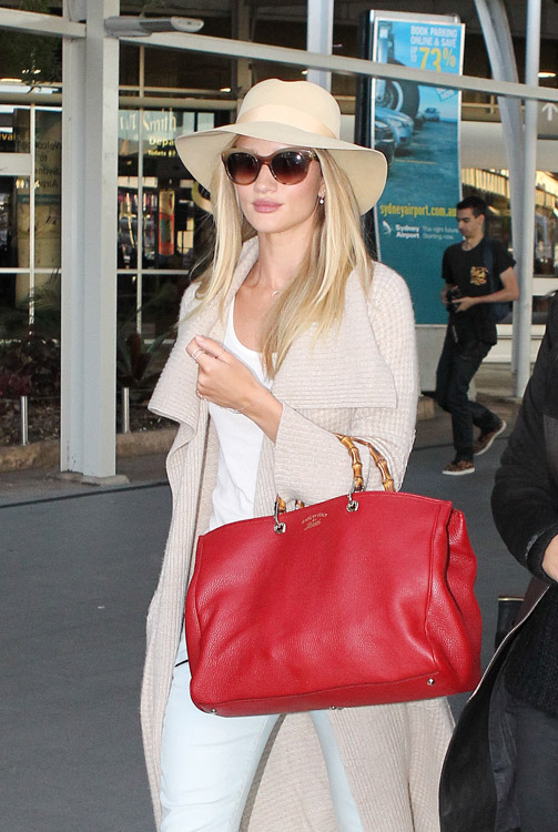 Rosie Huntington-Whiteley carries a Gucci Bamboo Shopper Tote at the airport in Sydney (1)