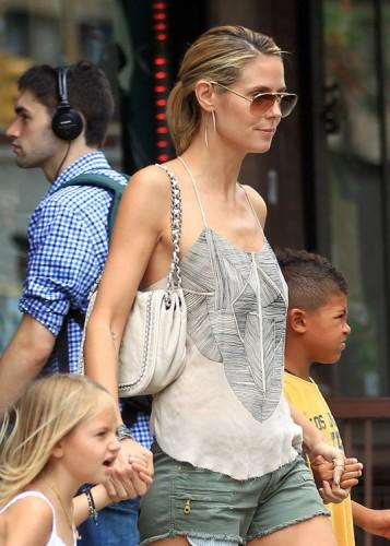 The Many Bags of Heidi Klum (12)