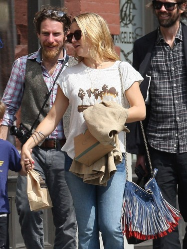 The Many Bags of Kate Hudson (12)