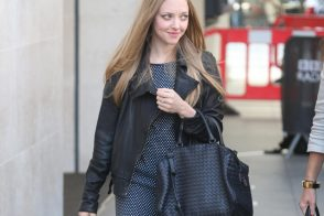 Amanda Seyfried Takes a Bottega Veneta Bag to London