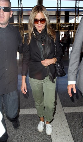 Jennifer Aniston carries a Chanel flap bag at LAX (2)