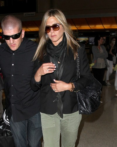 Jennifer Aniston carries a Chanel flap bag at LAX (3)
