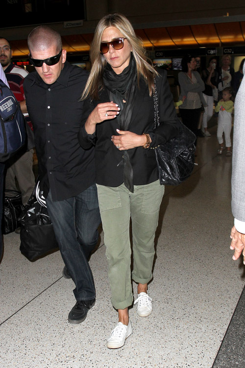 Jennifer Aniston carries a Chanel flap bag at LAX (4)