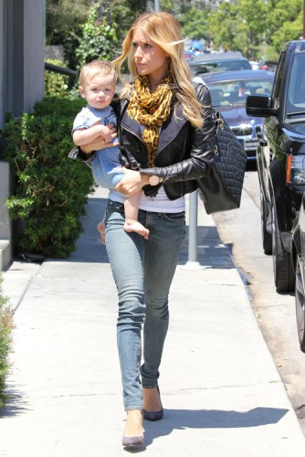 Kristin Cavallari carries a Chanel Grand Shopping Tote in LA (3)