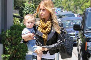 Kristin Cavallari carries a Chanel Grand Shopping Tote in LA (5)