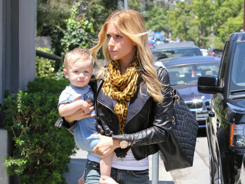 Kristin Cavallari carries a Chanel Grand Shopping Tote in LA (5)