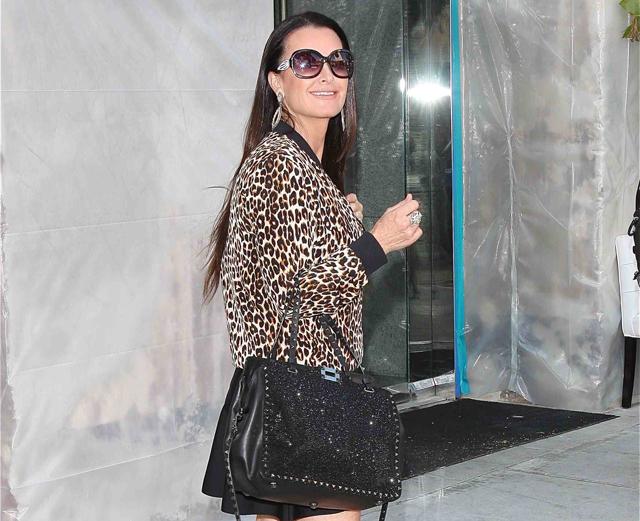The Best Celebrity Handbag Moments of Summer 2013 (4)