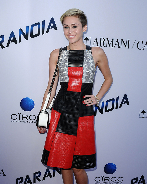 "7844621d1264 Miley Cyrus carries a black and white Chanel Boy Bag at the ""Paranoia""  premiere (1)"