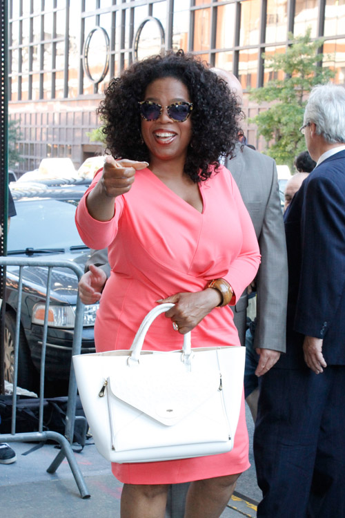 Oprah Winfrey carries a white Mulberry Willow Tote in NYC (4)