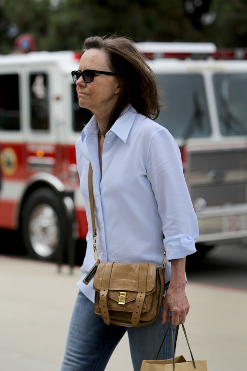 Sally Field carries a brown Proenza Schouler PS1 Pouch (1)