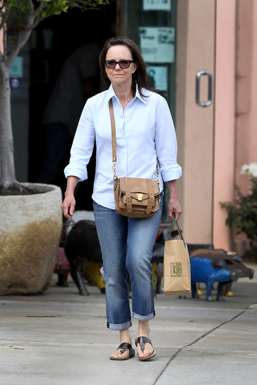 Sally Field carries a brown Proenza Schouler PS1 Pouch (4)