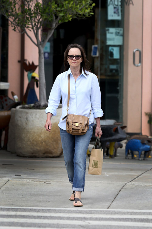 Sally Field carries a brown Proenza Schouler PS1 Pouch (2)