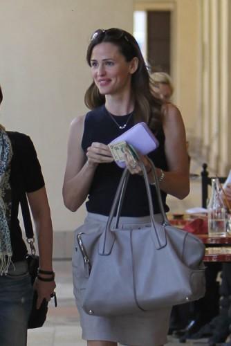 The Many Bags of Jennifer Garner (10)