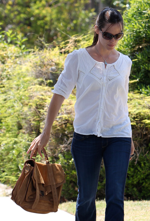 The Many Bags of Jennifer Garner (11)