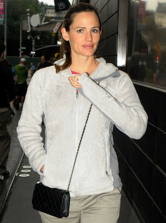 The Many Bags of Jennifer Garner (13)