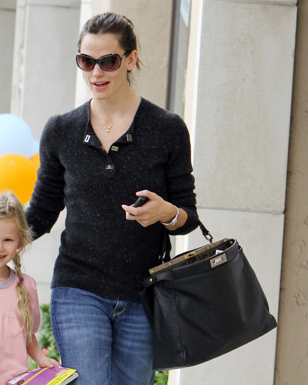 The Many Bags of Jennifer Garner (16)