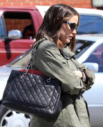 The Many Bags of Jennifer Garner (17)