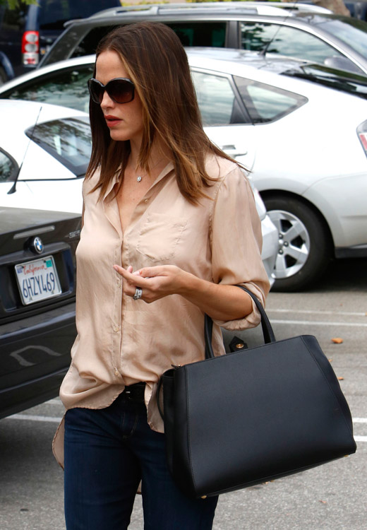 The Many Bags of Jennifer Garner (22)