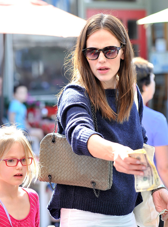 The Many Bags of Jennifer Garner (28)