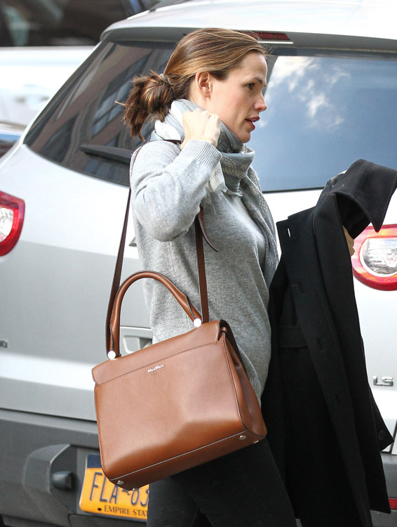 The Many Bags of Jennifer Garner (32)