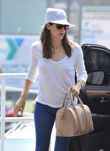 The Many Bags of Jennifer Garner (35)