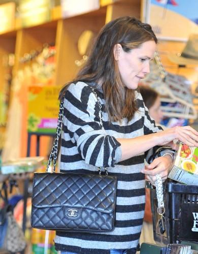 The Many Bags of Jennifer Garner (34)