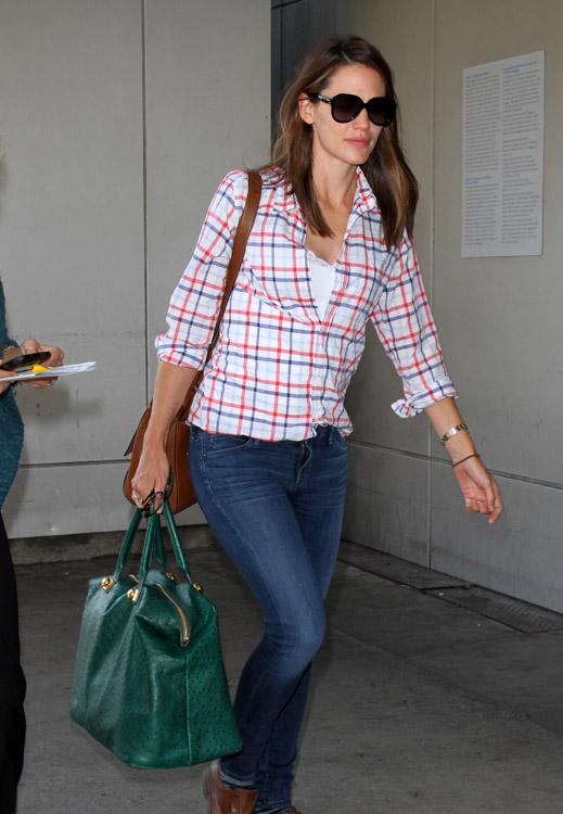 The Many Bags of Jennifer Garner (37)