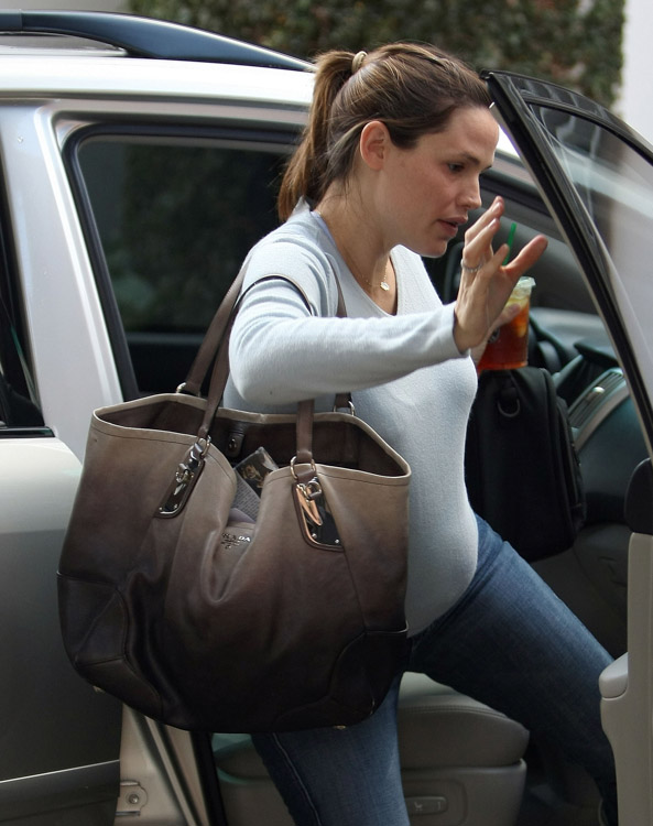 The Many Bags of Jennifer Garner (5)