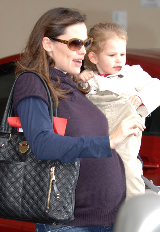 The Many Bags of Jennifer Garner (4)