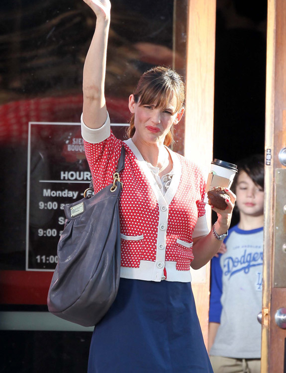 The Many Bags of Jennifer Garner (6)