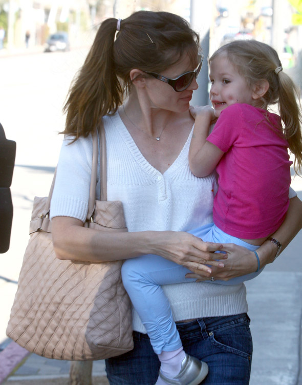The Many Bags of Jennifer Garner (8)