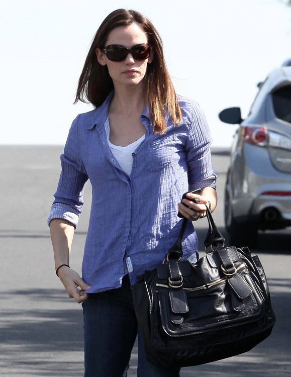 The Many Bags of Jennifer Garner (9)
