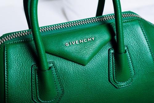 What's In Elyse Walker's Bag (3)