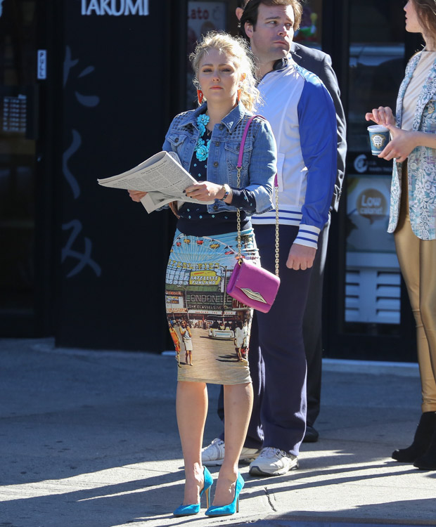 "AnnaSophia Robb carries a pink Diane von Furstenberg bag on set of ""The Carrie Diaries"". (1)"