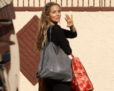 "Elizabeth Berkley Exits ""DWTS"" Practice Carrying Stella McCartney"