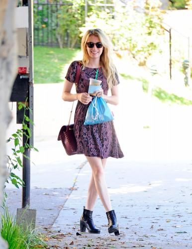 Emma Roberts carries a burgundy Pucci bag (2)