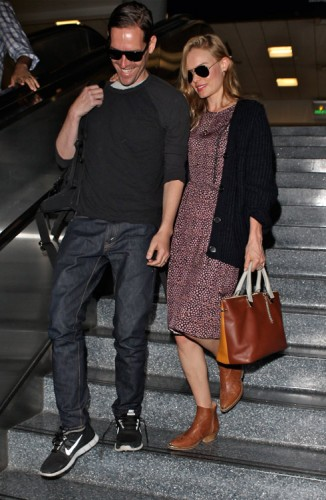 Kate Bosworth carries a Chloe Baylee Bag at LAX (2)