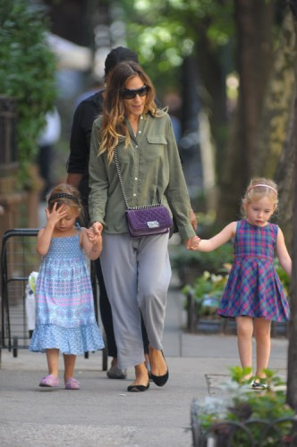 Sarah Jessica Parker carries a purple velvet Chanel Boy Bag in NYC (2)