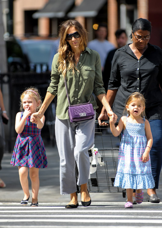 Sarah Jessica Parker carries a purple velvet Chanel Boy Bag in NYC (4)