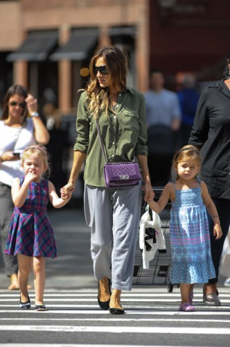 Sarah Jessica Parker carries a purple velvet Chanel Boy Bag in NYC (3)