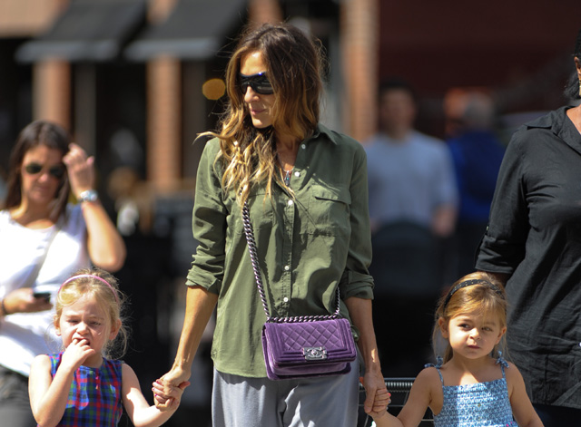 Sarah Jessica Parker carries a purple velvet Chanel Boy Bag in NYC (5)